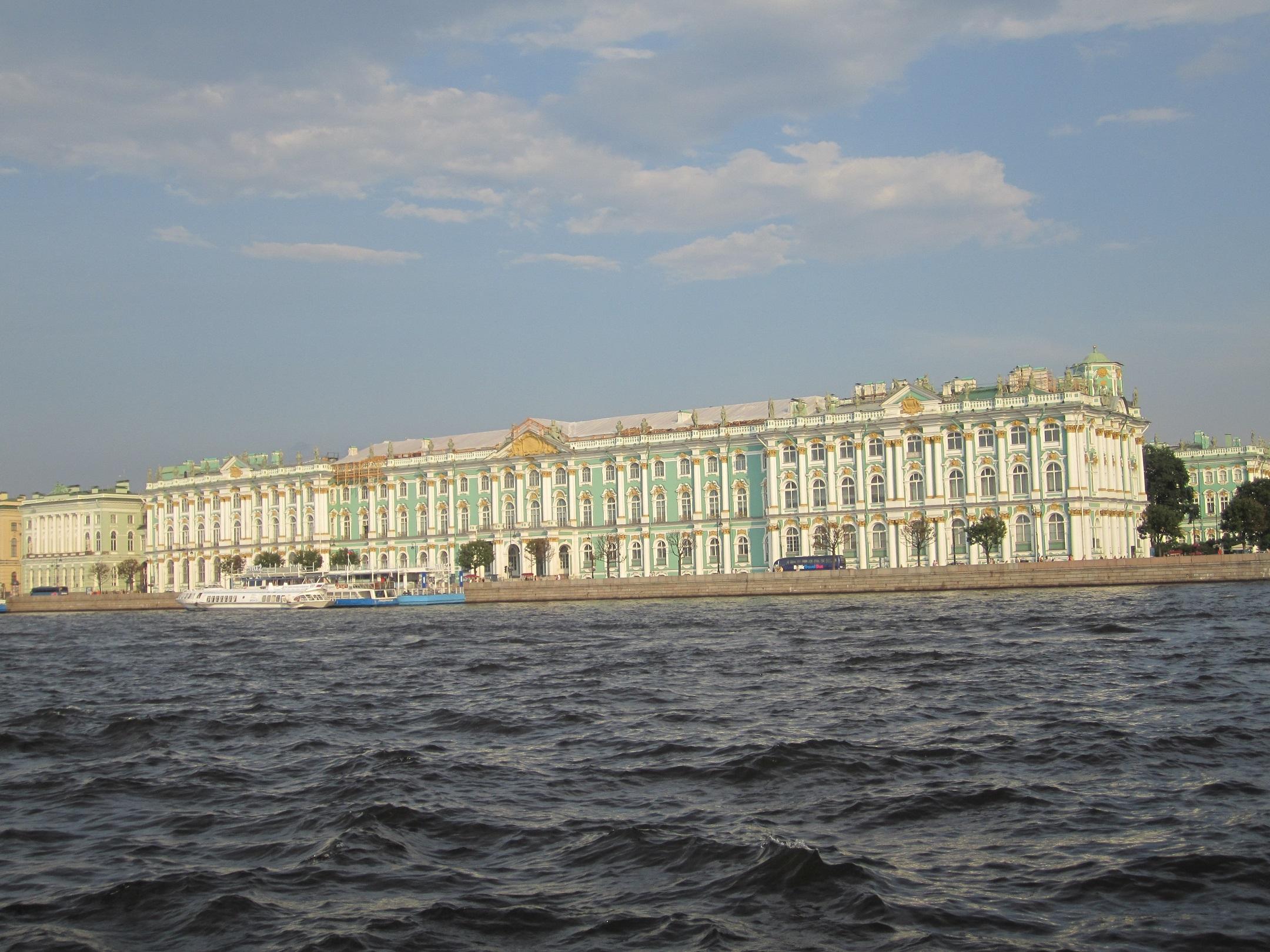 Vinterpalatset sett från floden Neva