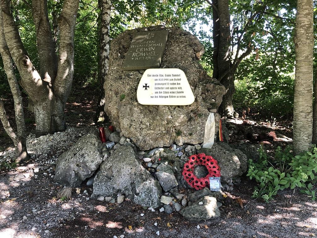 Minnesmonument vid platsen där Rommel begick självmord