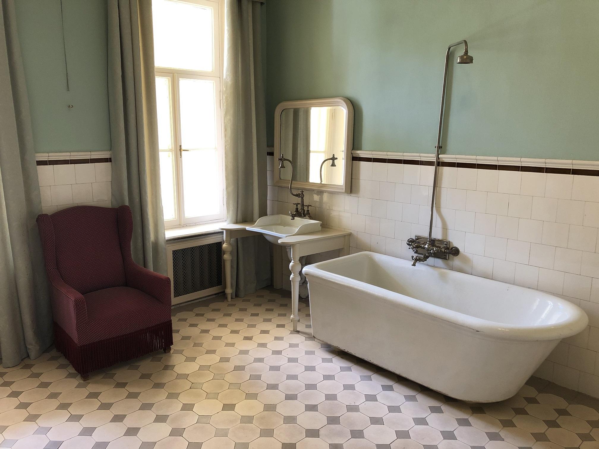 Ett av badrummen i herrgården