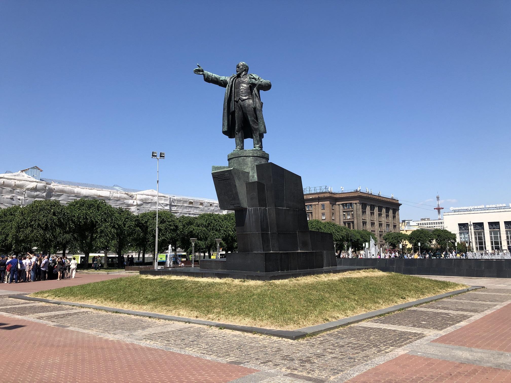 Lenin staty framför Finlandsstationen