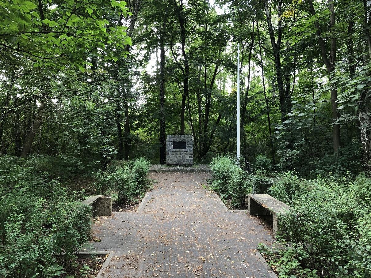 Minnesmonument för ca 2000 polacker som mördades 1940