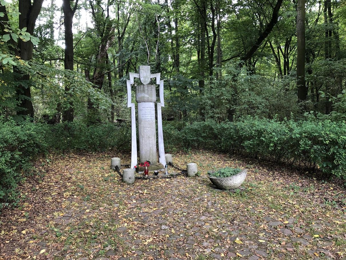 Minnesmonument för 40 polacker som mördades 1940
