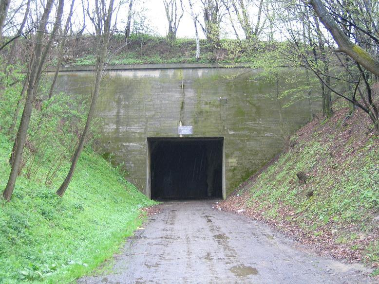 Tunnel där Hitlers tåg stod parkerat ca 15 km från Stepina