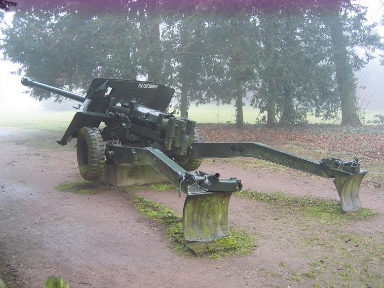 Pansarvärnskanon utanför Hartenstein i Oosterbeek