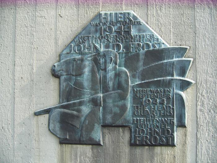 Minnesplakat där Generalmajor John Frost hade sitt högkvarter under slaget om Arnhem