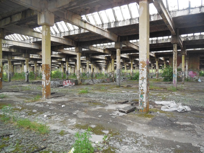 Verkstäder tillhörande Krupp koncernen i vilken fångar från Auschwitz slavarbetade (strax utanför lägret)