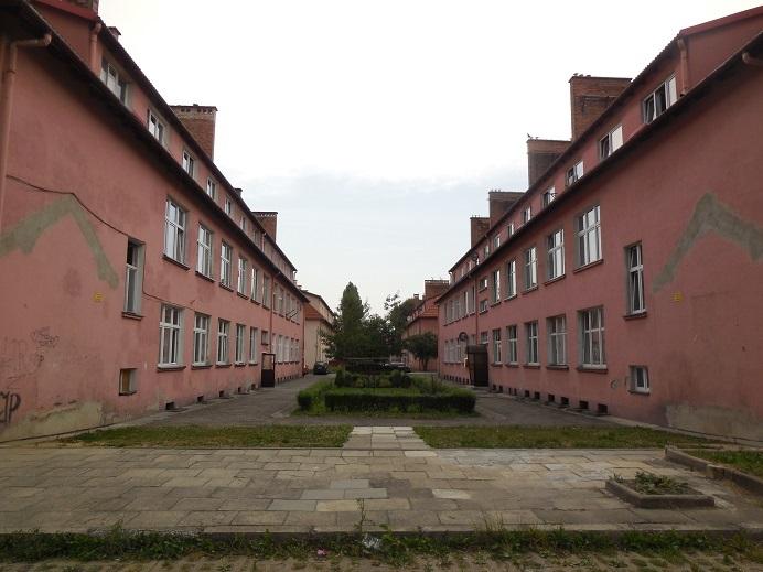 Utbyggnad av huvudlägret som efter kriget blev lägenheter (utanför museet)