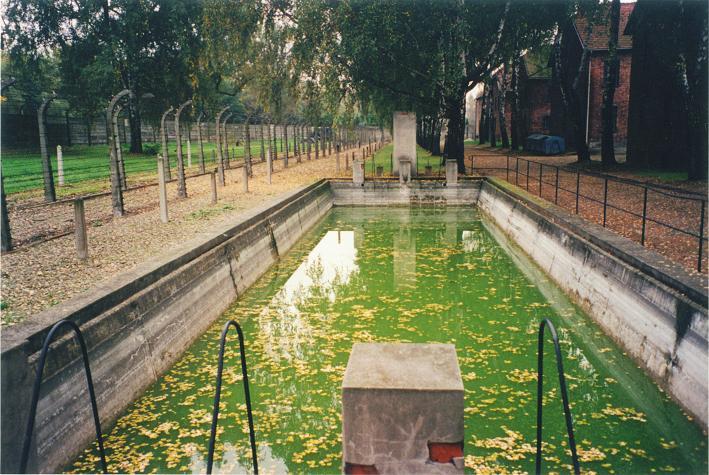 Vattenreservoar/swimmingpool Auschwitz I - Stammlager