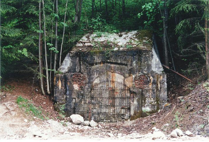 Ingång till tunnelkomplexet (1997). Numera en del av Dokumentation Obersalzberg