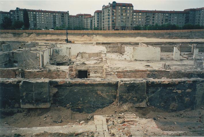 Utgrävningar 1998 av underjordiska garage bakom det nya Rikskansliet