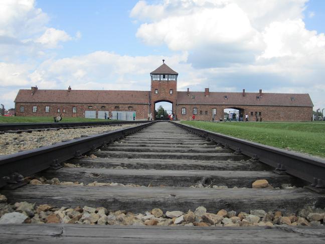 Auschwitz II - Birkenau: Lägerentrén