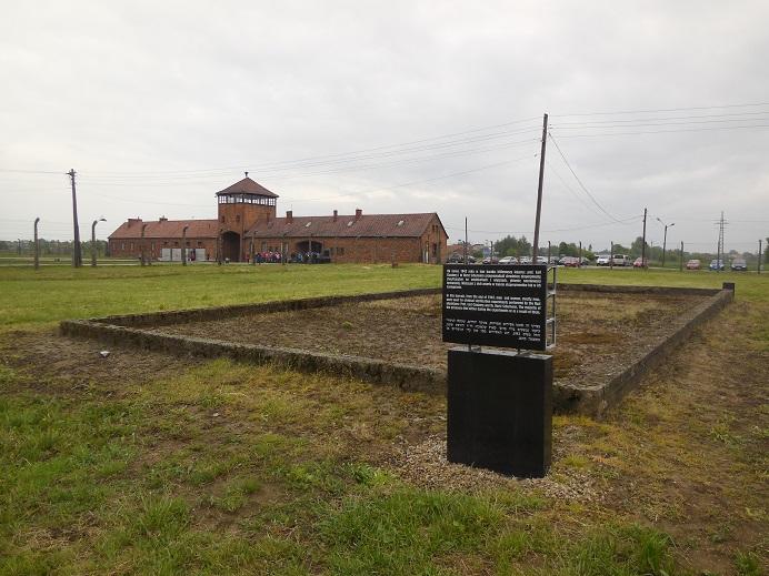 Fundament till en barack där medicinska experiment utfördes av SS läkare