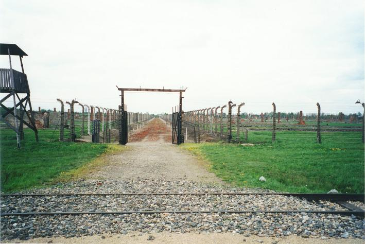 Auschwitz II - Birkenau: Väg till krematorium 4 - 5