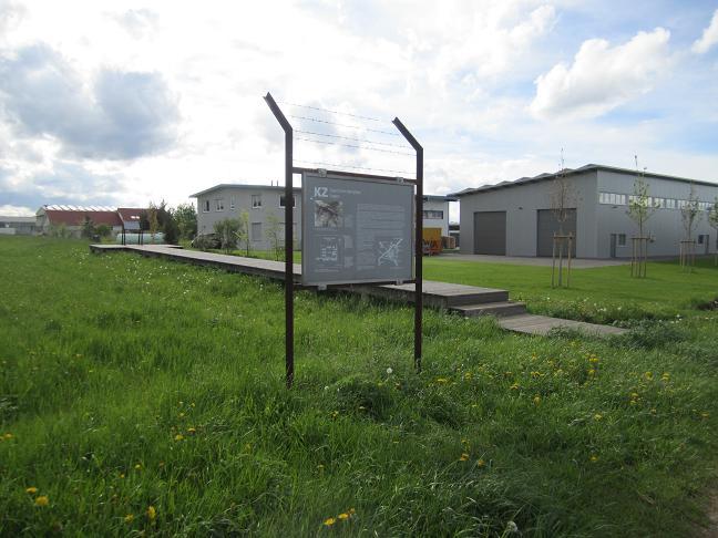 Informationstavla vid lägrets appelplatz