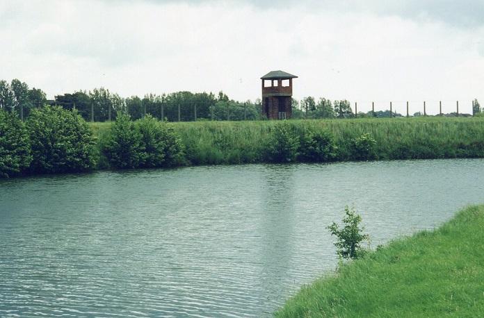 Vallgrav och vakttorn