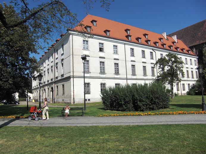 Byggnaden där den tyska stridsledningscentralen var förlagd