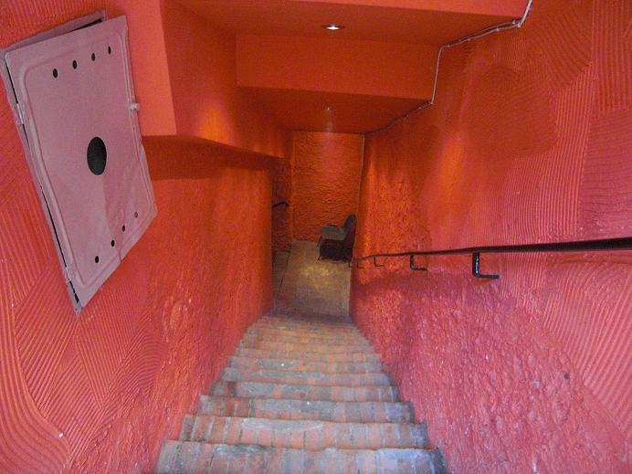 Trappan ner till bunkern på Partisan Hill