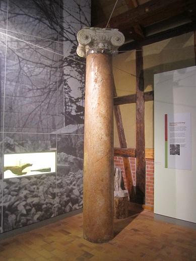 Pelare från Carinhalls huvudportal (Jagdschloss museum Gross Schönebeck)