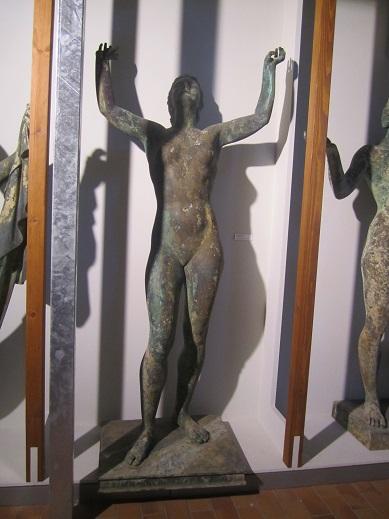 En av statyerna som hittades i Gross Döllnsee (Jagdschloss museum Gross Schönebeck)