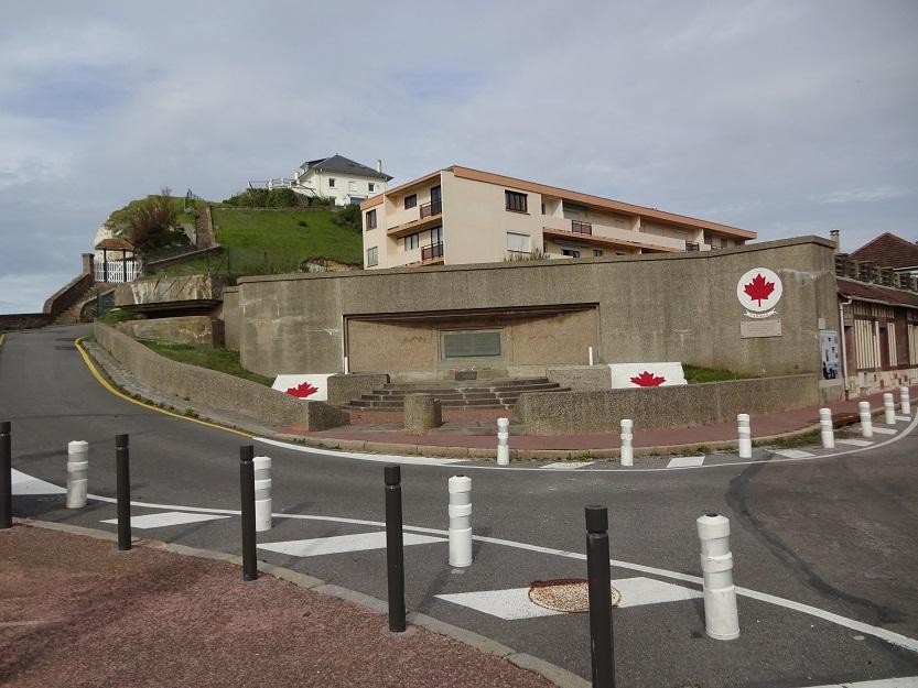 Minnesmonument vid Puys