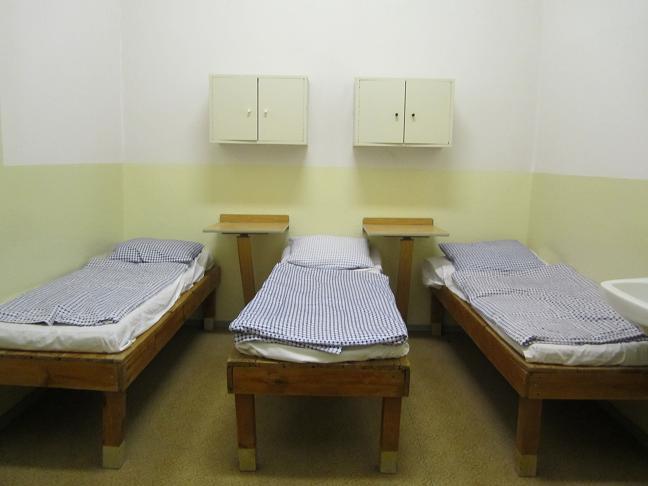 Cell för tre fångar