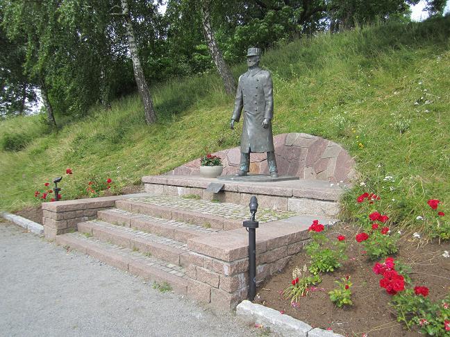 Staty av överste Birger Eriksen, kommendant på Oscarsborgs fästning mellan 1933 och 1940