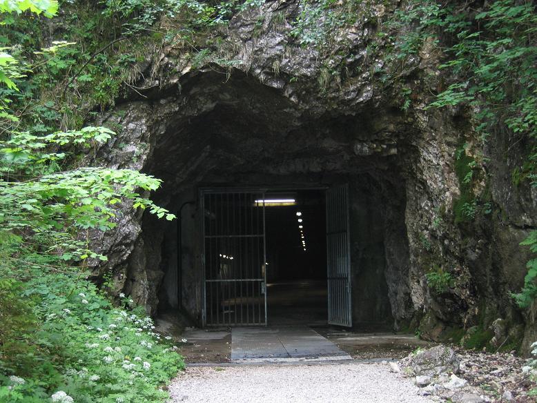 Ingången till ett utav tunnlarna (museet)