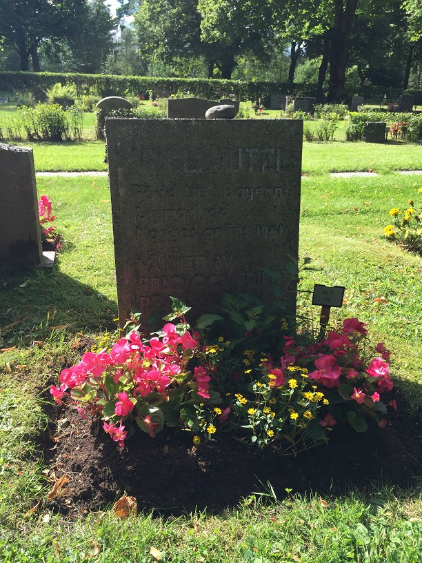 Willi Jutzis grav på Eda kyrkogård. Willi Jutzi, född 1913 i Bayern, stupad vid Norges gräns 1941, vänner av fred och frihet reste vården