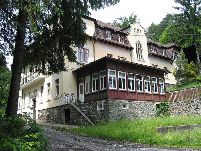 Precis bredvid stationen låg hotell Mönichkirchner hof där Hitler bodde under fälttåget på Balkan