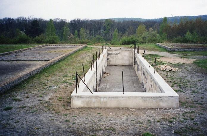 Swimmingpool/vattenreservoar