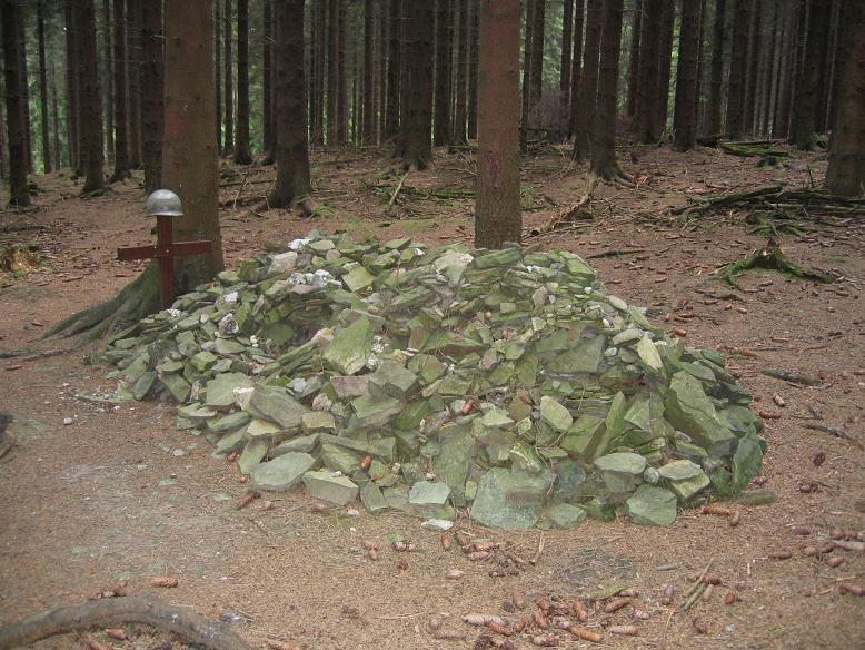 Private Robert Cahows symboliska grav. Hans kvarlevor hittades här 2000