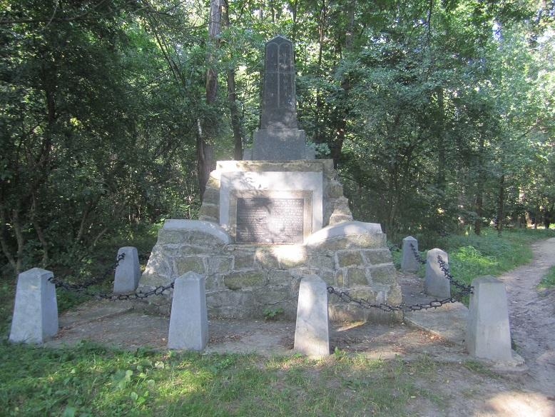 Det gamla monumentet på den judiska kyrkogården