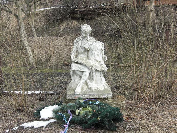 Förfallet monument vid Piaski