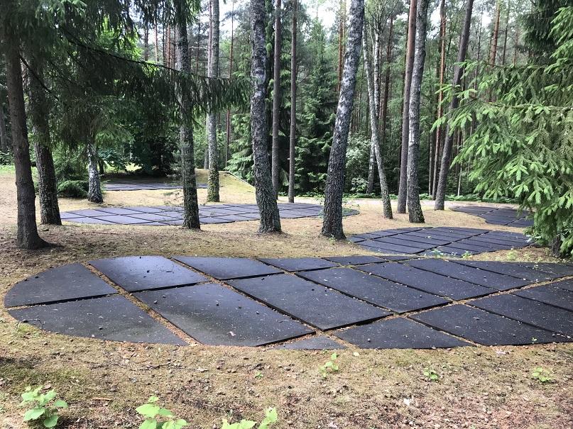 Avrättningsgropar i den polska delen