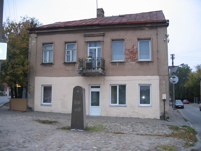 Minnesmonument vid den f.d. entrén till gettot