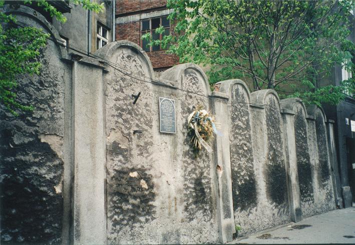 Bevarad del av gettomuren på gatan Lwowska
