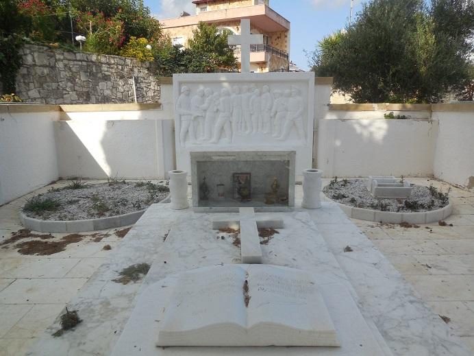 Minnesmonument över massakern i Kontomari i juni 1941