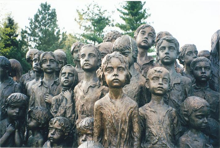 Minnesmonument över de 88 barn från Lidice som skickades till Chelmno och gasades