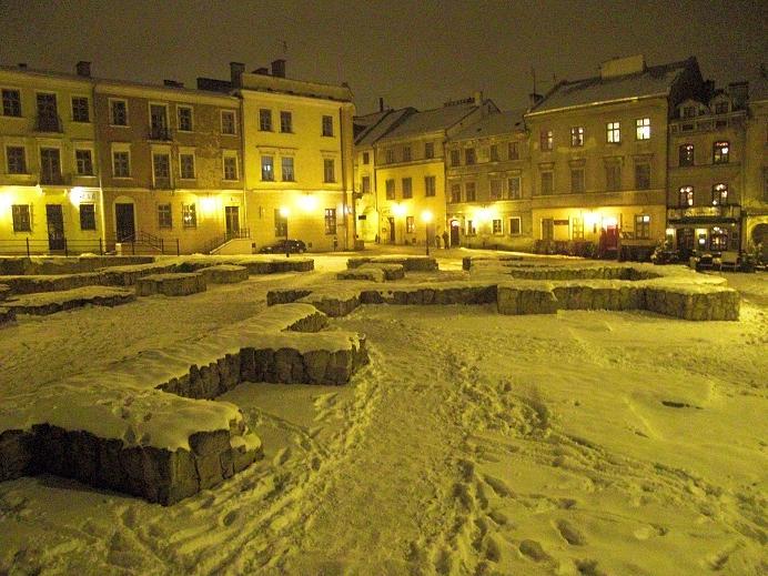 Samlingsplats i gettot för de judar som skulle gå till Umschlagplatz (3 km)
