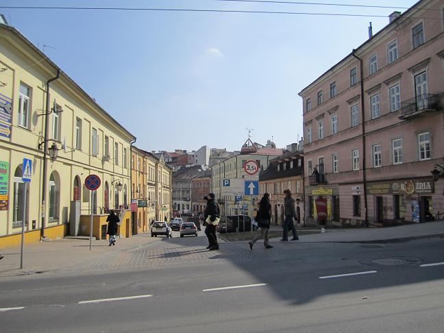 Här vid korsningen av ul. Kowalska och ul. Lubartowska låg huvudentrén till gettot