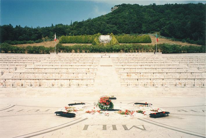 Polsk krigskyrkogård vid klostret