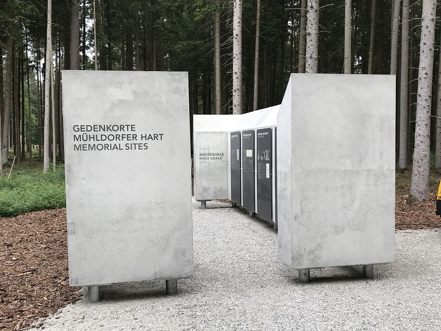 Minnesplats vid massgravarna