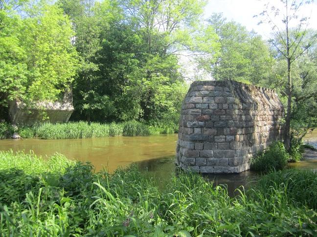 Ruinerna efter bron