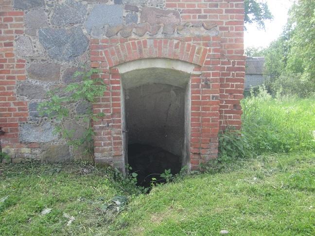 Ingången ner till ladans källare