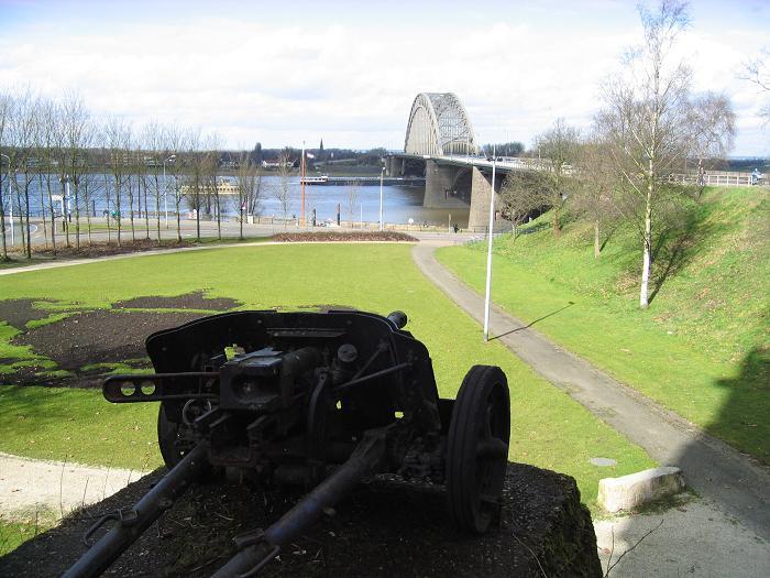 Tysk pansarvärnskanon vid Waalbron