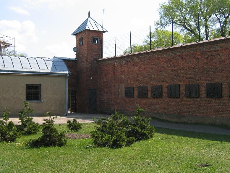 Gården innanför murarna