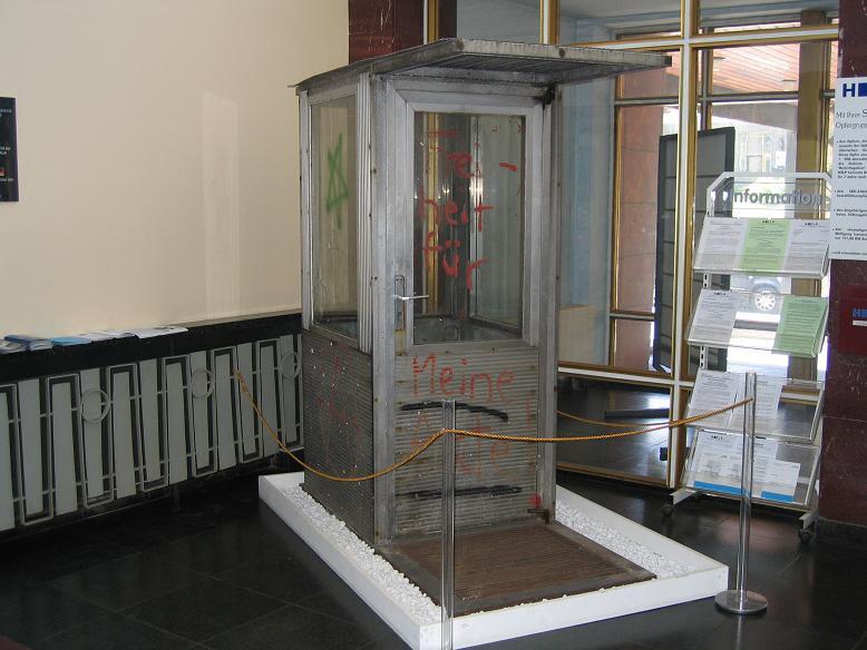 F.d. vaktkur som numera står i entrén till museet