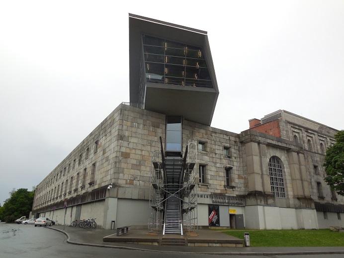 Ingången till museet i kongresshallen