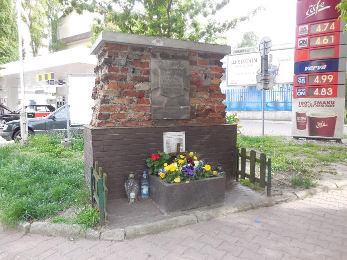 Minnesmonument i korsningen vid Tarczynska och Daleka