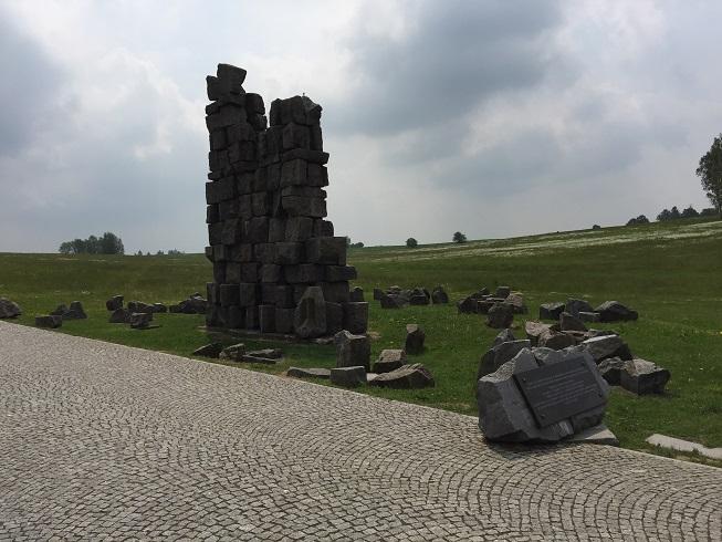 Det förstörda minnesmonumentet från Krakow. Finns nu vid museet i Stebark.